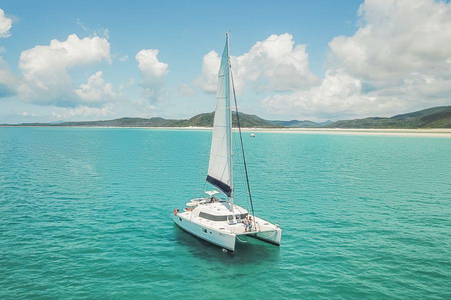getaway sailing yacht, sailing past whitehaven beach