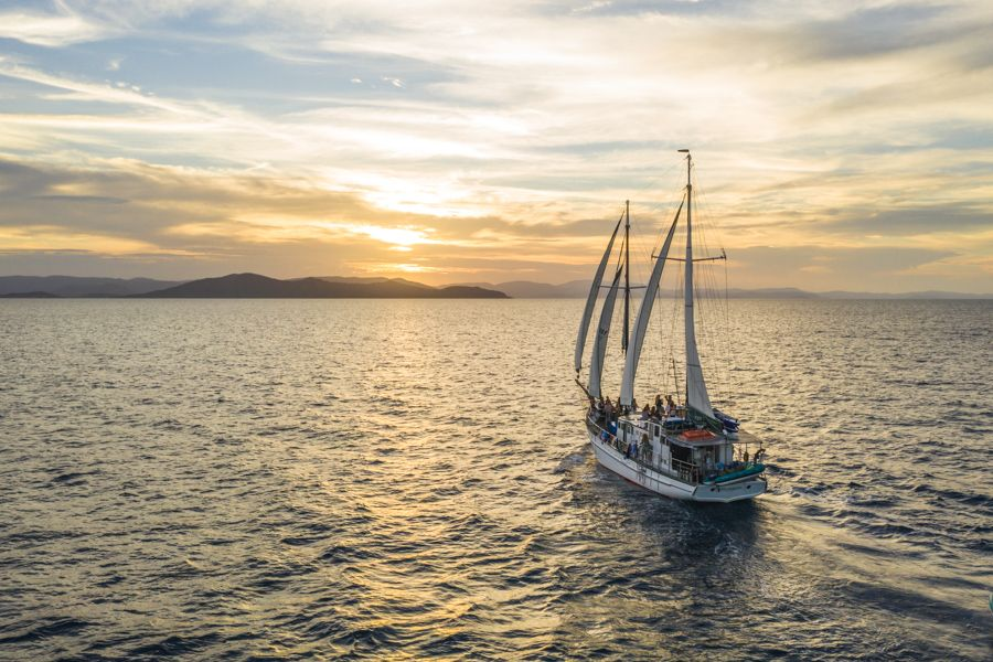 new horizon ailing into the sunset in the whitsunday islands