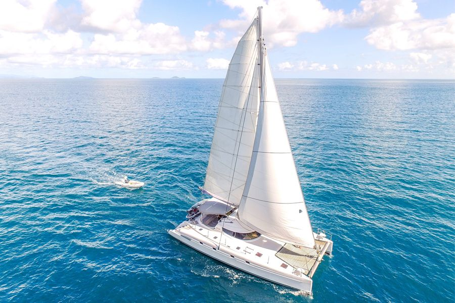 sailing with isail, airlie beach
