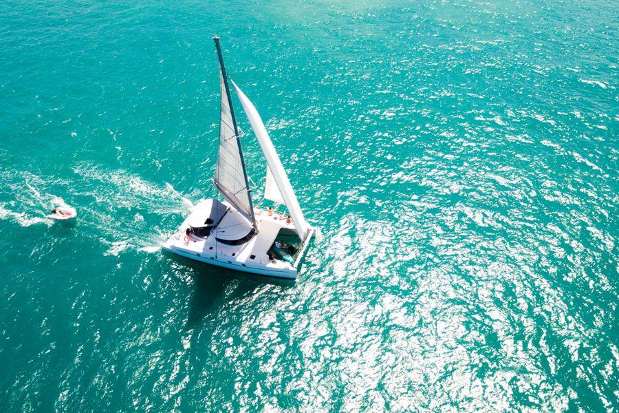 Entice Catamaran, Sailing in the Whitsundays