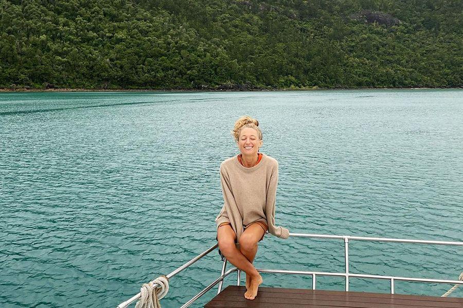@travelswithnina instagram influencer in the Whitsundays Adventurer Sailing