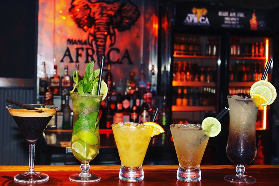 Mama Africas Cocktails Airlie Beach Club Nightclub DJ's Dancing