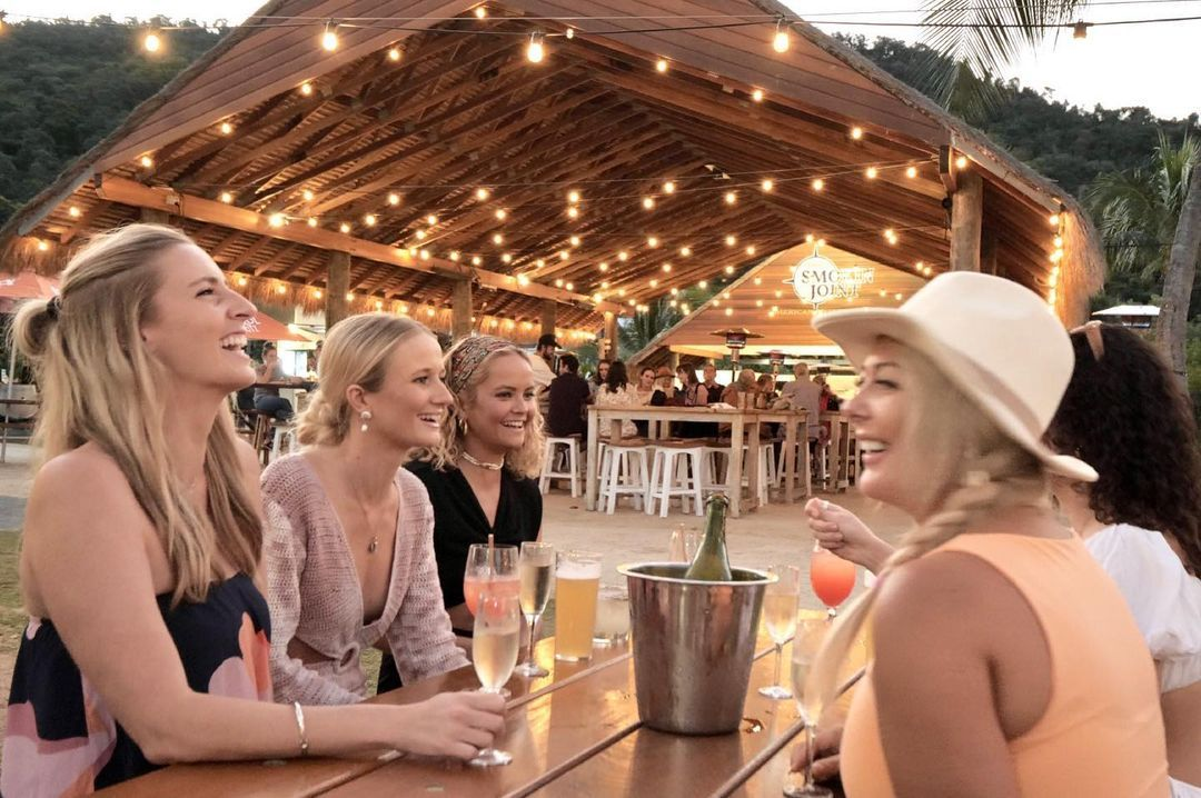 Northerlies Bar & Grill Beachside drinks and live music best bar in Airlie Beach
